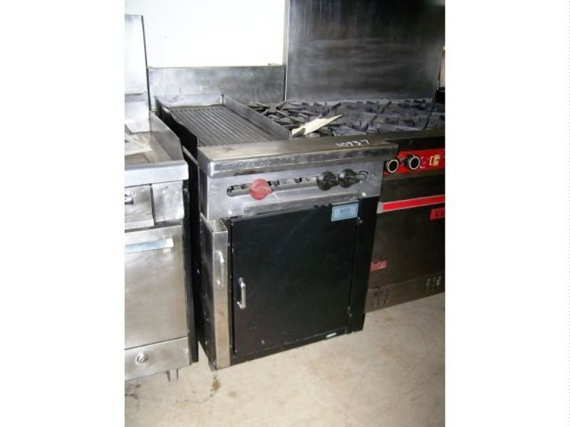 WOLF 2 OPEN BURNERS & 12 IN GROVED GRIDDLE ON CABINET BASE